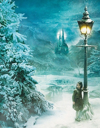 Pictured: Lucy (GEORGIE HENLEY) at them lamppost from THE CHRONICLES OF NARNIA: THE LION, THE WITCH AND THE WARDROBE, directed by Andrew Adamson. Distributed by Buena Vista International. THIS MATERIAL MAY BE LAWFULLY USED IN ALL MEDIA, EXCLUSIND THE INTERNET, ONLY TO PROMOTE THE RELEASE OF THE MOTION PICTURE ENTITLED